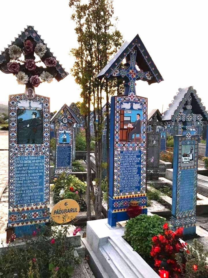 Cimitirul Vesel Sapinta Cimitero allegro Romania